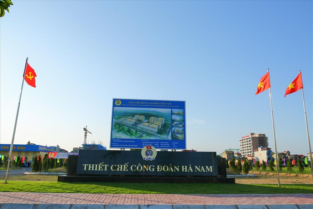 Tháng 5.2018, hạng mục đầu tiên của dự án xây dựng Thiết chế Công đoàn tại KCN Đồng Văn II được Tổng LĐLĐVN động thổ, khởi động cho chuỗi 50 dự án thiết chế của Công đoàn tại các địa phương được Thủ tướng Chính phủ đồng ý cho phép Tổng LĐLDVN triển khai đồng thời đến năm 2020.