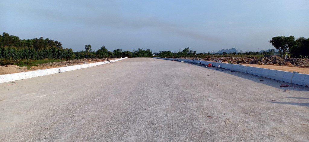 Dự án đường Trần Hưng Đạo kéo dài đấu nối với tuyến đường tránh phía Nam của TP Uông Bí hiện có 80% tuyến đường được thông tuyến sẽ tạo điều kiện phát triển cho kinh tế TP Uông Bí kết nối với các khu vực kinh tế trọng điểm miền Bắc.