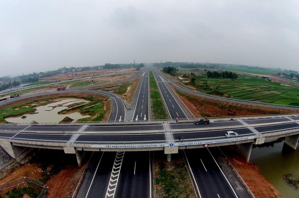 Tuyến cao tốc Hà Giang - Yên Bái - Hà Nội - Lào Cai với nút giao trực tiếp tại Yên Thế sẽ là động lực phát triển kinh tế của huyện Lục Yên, tiến tới thành lập thị xã Yên Thế của tỉnh Yên Bái.