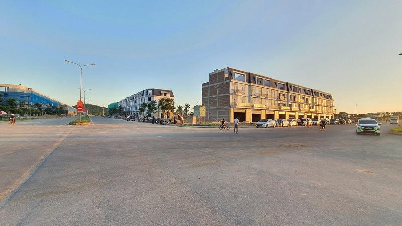 Đại lộ Lê Hồng Phong và Đại lộ Hùng Vương với hệ thống Shophouse của tiểu khu Thiên Long dự án TNR Stars Thái Hòa đã hoàn thiện với mặt tiền lên đến 7.5m là cơ hội đầu tư sinh lời khi thành phố mới Thái Hòa được thành lập khẳng định vị thế tiên phong của dự án nơi trung tâm hành chính mới của thành phố.