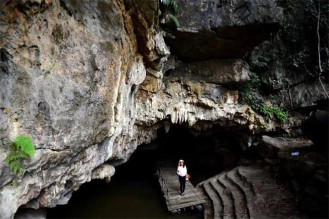 Động Cảm Dương, thị trấn Yên Thế -  huyện Lục Yên được đánh giá là hang động đẹp nhất Yên Bái, được xếp hạng trong nhóm 10 hang động đẹp nhất Việt Nam