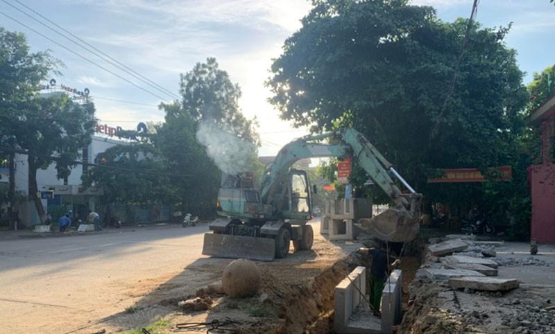 Đường Trần Phú đang được chỉnh trang với tổng số vốn đầu tư gần 1.000 tỷ đồng nằm kết nối Bỉm Sơn trực tiếp với tuyến cao tốc ven biển và tuyến cao tốc Bắc Nam.